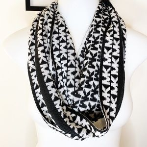 Micheal Kors Black & White Scarf